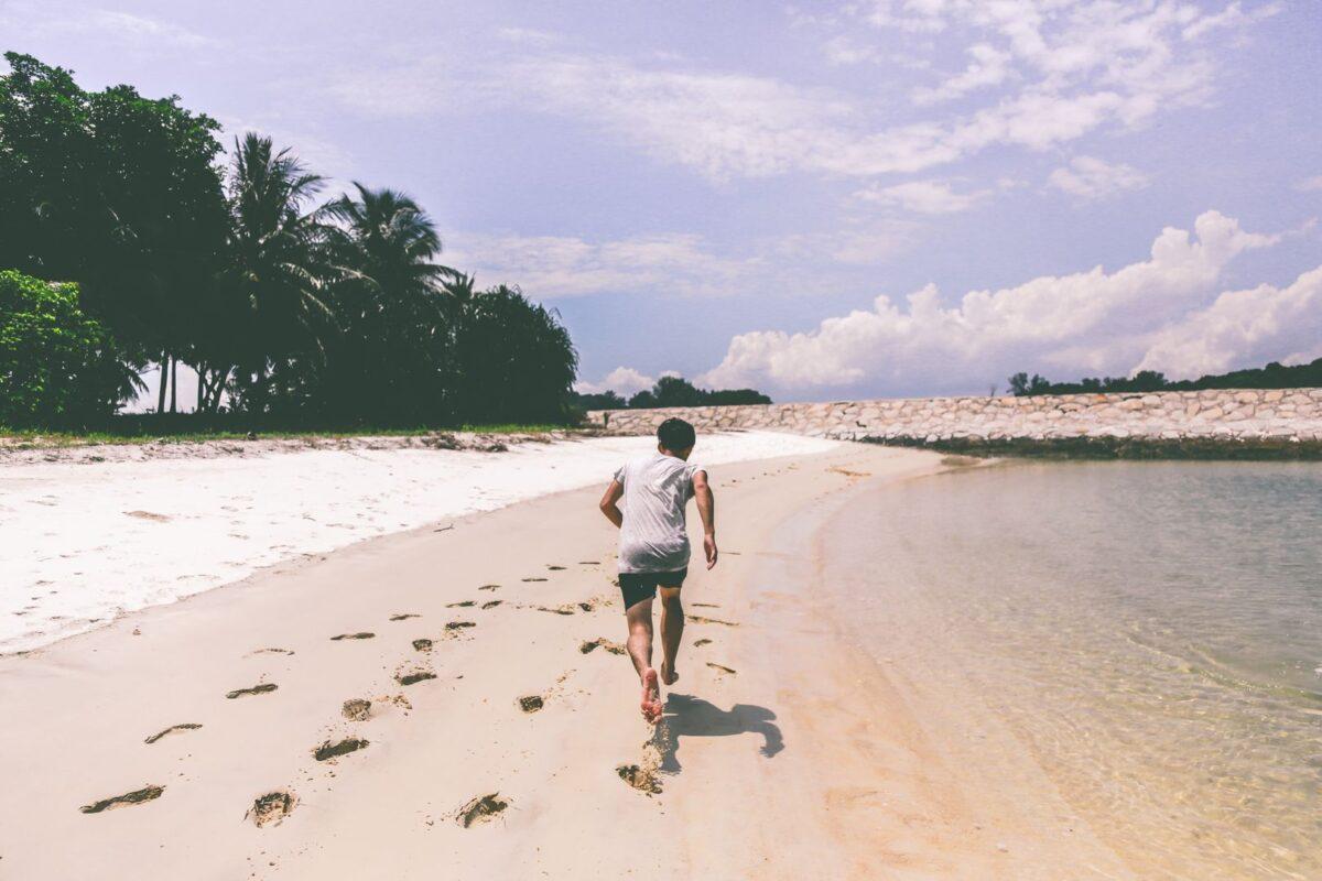 4 raisons de courir sur la plage cet été